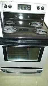 Refrigérateur, cuisinière, lave-vaisselle, micro-onde avec hotte Cornwall Ontario image 5
