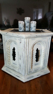 Beautiful end table    price is reduced