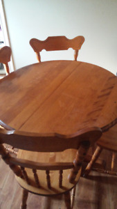 Solid Wood Pedestal Table w 4 chairs and 2 leafs