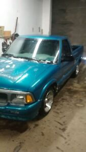 1996-2002 GMC Sonoma s10 short box Pickup Truck part out