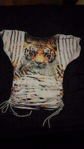chandail à manche court de tigre