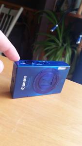 Canon Powershot 520HS, plus accessories