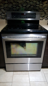 LG LRE6323ST - Broken cooktop glass but oven working grate