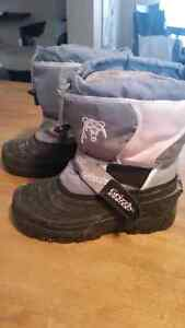 Grizzly brand snow boots