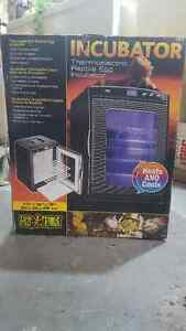 Exo terra thermoelectric reptile egg incubator new in box Cornwall Ontario image 1