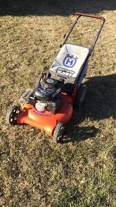 Husqvarna gas lawnmower with rear bag HONDA ENGINE