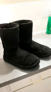 Womans Ugg boots size 8-9
