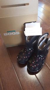 toddler bogs in excellent condition size 8
