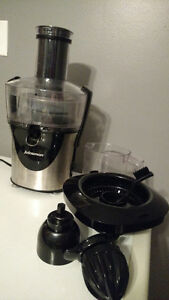 Juicer USED ONCE GREAT CONDITION
