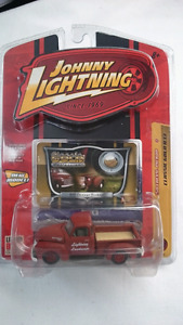 JOHNNY LIGHTNING 1950 CHEVY PICK UP CLASSIC GOLD COLLEC  DIECAST
