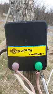 Electric fence system with accessories
