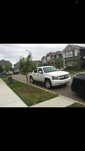 2007 Chevy Avalanche LTZ LOW KMS!!