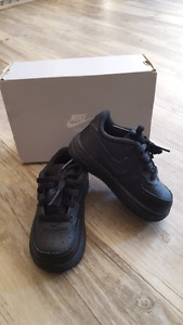 Brand new Nike force toddler running shoes size 6c