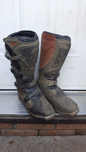 Dirtbike boots
