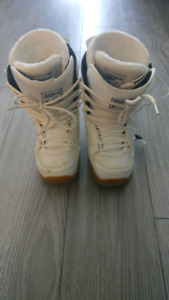 Womens snowboard boots Size 5 US