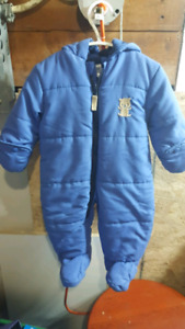 Baby boy snow suit (never worn) 3-6months