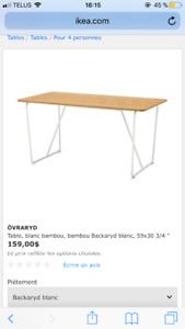 Table ikea en bambou (pour l'intérieur)100$