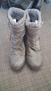 Spring Boots with Knit Top Size 6