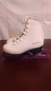 GIRLS FIGURE SKATES. GREAT CONDITION. Sarnia Sarnia Area image 3