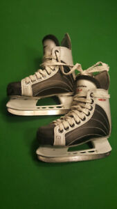 Canadien Youth Skates Sz. 11 in As New Condition