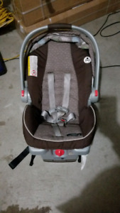 Graco click connect 35 infant car seat.. NO  base