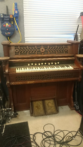 old pump organ (that doesn't work)