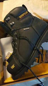 Size 9 new caterpillar steel toed boots