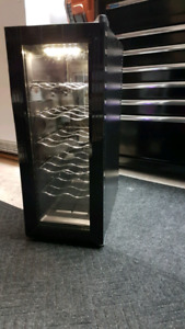 Koolatron Wine Cellar Mini Fridge / Petite Frigo De Vin