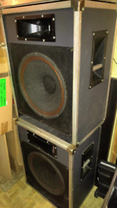 """90s Traynor PA speakers """"15,  1000w Amp, crossover"""
