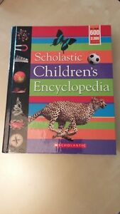 Children's dictionary (8 English 3 French) excellent condition West Island Greater Montréal image 3