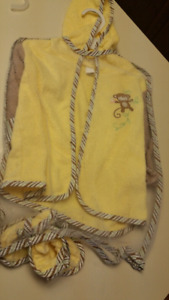 12 to 18 Months..Adorable Robe and slippers..NEW WITH TAGS
