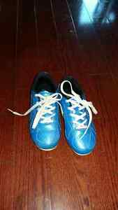 Soccer cleats size 11 Kingston Kingston Area image 1