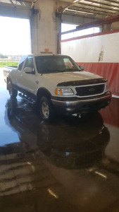 2001 Ford F 150 5.4 V8 4x4 LOW KM