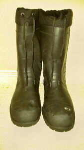 good condition, warm steel toed winter work boots (size 11) London Ontario image 3