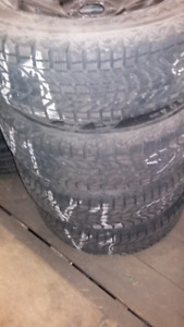 4 pneus d'hiver usagé 225 60 18, 225-60-r18  jante/rim dodge