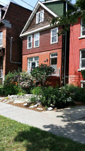 1 Bedroom apart on King st. E. 5 minute walk to Queen's. Ut Incl