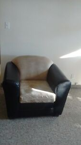 Selling furniture maching set in good conditions