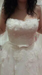 Beautiful lace wedding dress!! NW Edmonton,AB