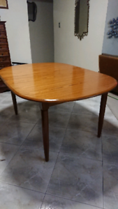 Retro dining table extendable