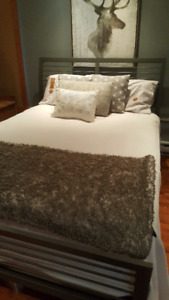 Base de lit queen de marque Amisco