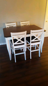 Pub style Table with  4 chairs, like new condition