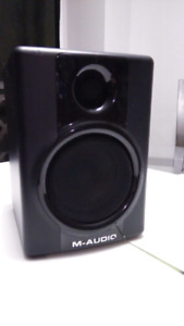 M-Audio Studiophile AV30 Right Speaker