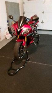 Yamaha r6 Candy Red 2006