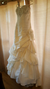 **Reduced price**Size 10 Ella Rosa Wedding Gown