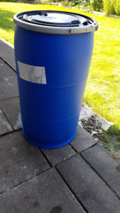 Medium 30 gallon plastic rain/storage barrels