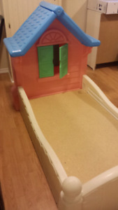 Little Tikes Country Cottage toddler bed