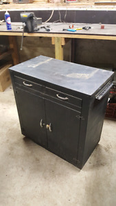 Tool bench / cabinet