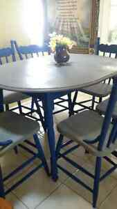 Very beautifi solid wood table and 6 chairs