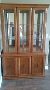VERY NICE OAK CHINA CABINET & HUTCH