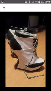 SIZE 8 CURVED WEDGE PLATFORM ANKLE BOOTIES